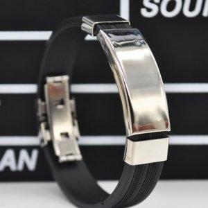 Armband med rostfritt stål svart silicon.
