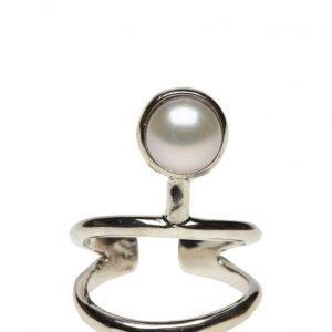 Cornelia Webb Pearled Knuckle Ring Classic sormus